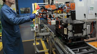Ford production worker James Ziya works on the final assembly line for batteries for Ford electric and hybrid vehicles at the Ford Rawsonville Assembly Plant in Ypsilanti Twsp, Michigan (Reuters/Rebecca Cook)