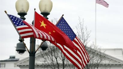 A lamp post is adorned with a Chinese national flag in between two US flags in front of the White House in Washington, DC, on January 17, 2011 previous to Chinese President Hu Jintao's state visit (AFP Photo / Jewel Samad)
