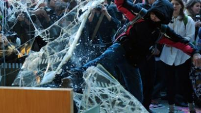 Demonstrators smash windows as they break into 30 Millbank during a protest in central London on November 10, 2010 (Topshots/ AFP Photo / Carl Court)