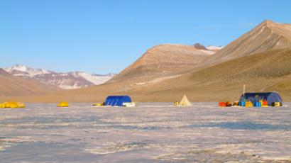 This undated photo courtesy of Desert Research Institute shows the research field camp on Lake Vida, located in Victoria Valley, the northern most of the McMurdo Dry Valleys, Antarctica (AFP Photo)