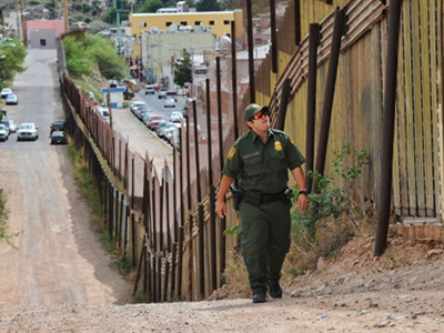 US Border Patrol officers walks beside the border. (AFP Photo / Mark Ralston)