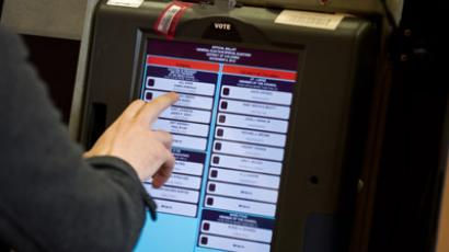 A man casts his electronic ballot at a polling station in Washington,DC on November 6, 2012. (AFP Photo/Nicholas Kamm)