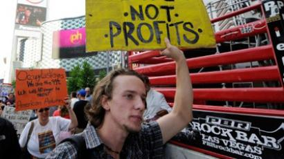 Kevin Linsley of Nevada, a protester affiliated with the Occupy Las Vegas movement, takes part in a march on the Las Vegas Strip October 6, 2011 in Las Vegas, Nevada (Ethan Miller / Getty Images / AFP)