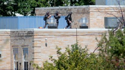 Police SWAT officers surround the Sikh Temple of Wisconsin where at least one gunman stormed the mass and opened fire August, 5, 2012 Oak Creek, Wisconsin (Darren Hauck / Getty Images / AFP)