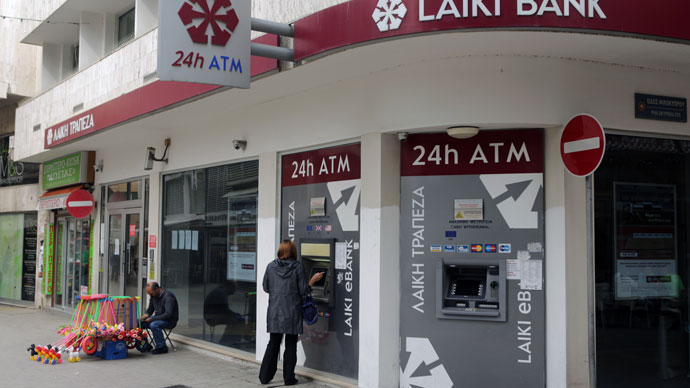 A woman withdraws money from the ATM of a Laiki bank branch on March 30, 2013 in Nicosia.(AFP Photo / Patrick Baz)