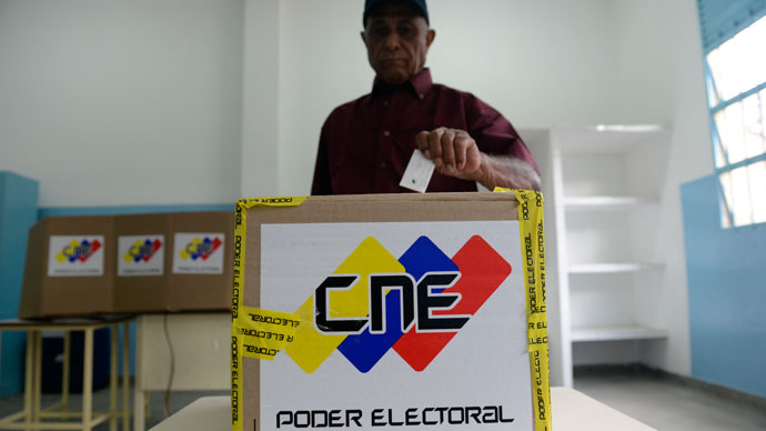 A man casts his vote at a polling station in Caracas on election day on October 7, 2012. Venezuelans.(AFP Photo / Leo Ramirez)