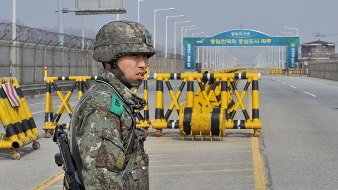A South Korean soldier stands on a road linked to North Korea at a military check point in Paju near the demilitarized zone (DMZ) dividing the two Koreas on April 3, 2013.(AFP Photo / Jung Yeon-Je)