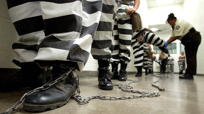 Maricopa County female inmates are padlocked by the ankle for chain gang duty in Phoenix, Arizona October 21, 2003. (Reuters/Shannon Stapleton)