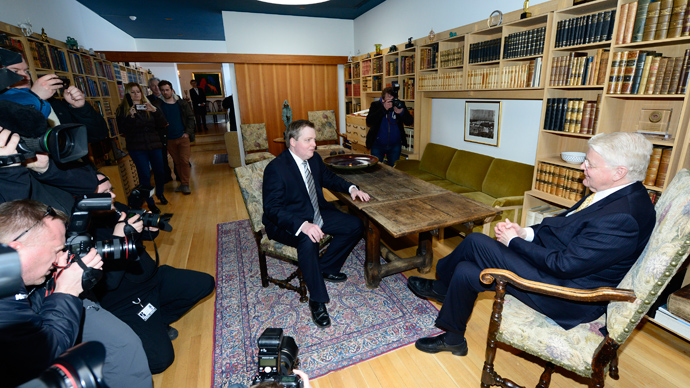 The Progressive Party chairman Sigmundur David Gunnlaugsson (L) holds a meeting with the President Olafur Ragnar Grimsson (R) at Bessastaoir, the Presidential residence on April 29, 2012 (AFP Photo / Halldor Kolbeins)