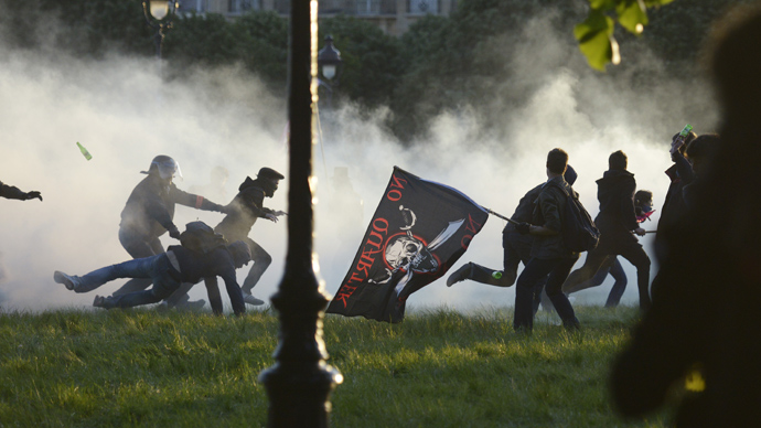 'French anti-gay-marriage protesters smeared as extremists'
