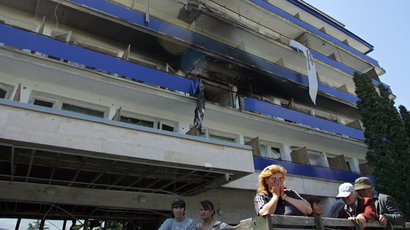 A South Ossetian resident cries near a building in central Tskhinvali on August 10, 2008 (AFP Photo / Dmitry Kostyukov)