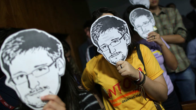 People use masks with pictures of former NSA contractor Edward Snowden masks during the testimonial of Glenn Greenwald, the American journalist who first published the documents leaked by Snowden, before a Brazilian Congressional committee on NSA's surveillance programs, in Brasilia August 6, 2013.(Reuters / Ueslei Marcelino)