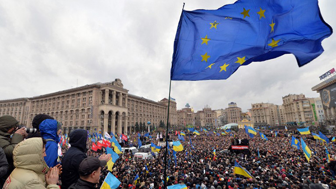 Ukrainian protesters wave a giant EU flag along with Ukrainian flags as thousands gather for an opposition rally at Independence Square in Kiev on December 1, 2013. (AFP Photo / Sergei Supinsky)