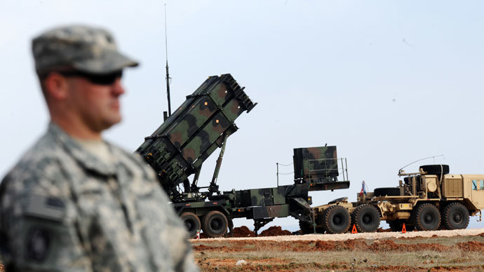 A US soldier stands in front of a Patriot missile system at a Turkish military base in Gaziantep on February 5, 2013.(AFP Photo / Bulent Kilic)