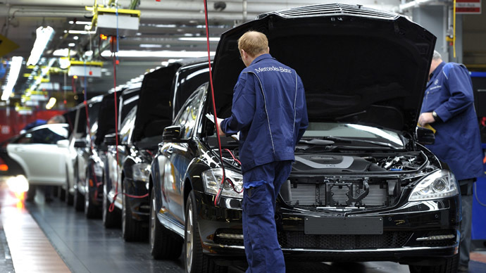 Employees of German car maker Mercedes-Benz make the final inspection on S-class cars at the end of the production line at the Mercedes-Benz production site in Sindelfingen, southwestern Germany (AFP Photo/Thomas Kienzele)