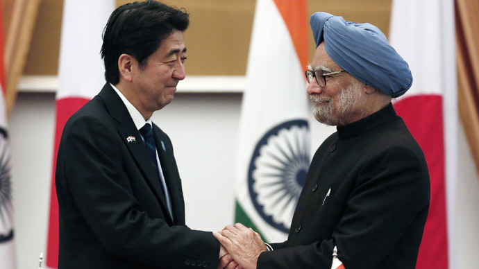 Japan's Prime Minister Shinzo Abe (L) and his Indian counterpart Manmohan Singh shake hands after addressing the media at Hyderabad House in New Delhi January 25, 2014. (Reuters/Adnan Abidi)