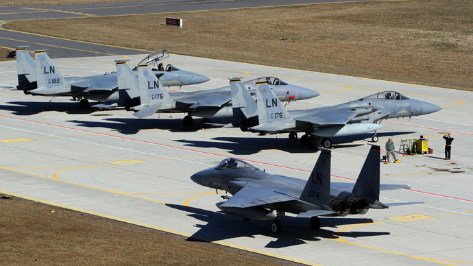 US F15C Eagle jet fighters prepares are pictured on the tarmac at air force base during the Lithuanian - NATO air force exercise at the air force base near Siauliai Zuokniai, Lithunaia, on April 1, 2014. (AFP Photo / Petras Malukas)
