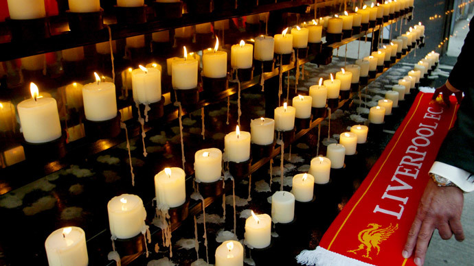 A Liverpool scarf is placed next to candles during a ceremony on the Kop terrace at Anfield stadium to mark the 15th anniversary of the Hillsborough disaster, Liverpool, April 15, 2004. (Reuters / Darren Staples MR / DBP)