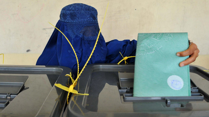 An Afghan woman casts her vote at a polling station in Jalalabad on April 5, 2014. (AFP Photo / Noorullah Shirzada)