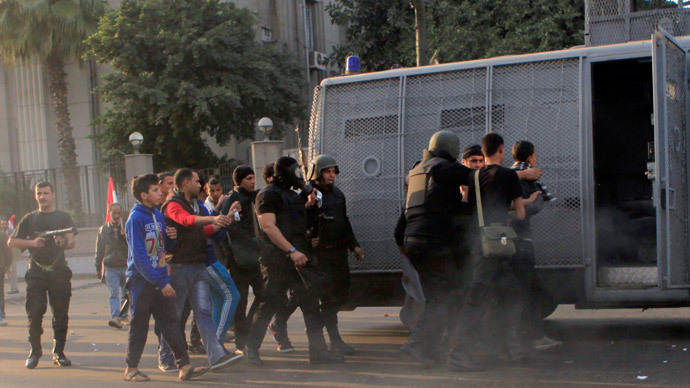 Riot police arrest anti-government protesters and members of the Muslim Brotherhood during clashes at Ramsis street, which leads to Tahrir Square in downtown Cairo (Reuters / Amr Abdallah Dalsh)