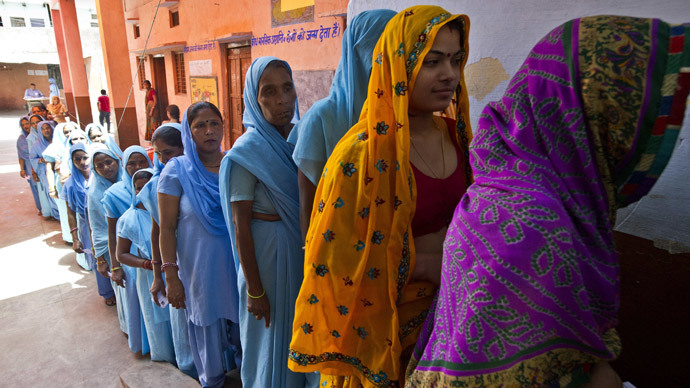 Indian women queueing to cast their votes in Alwar, Rajasthan on April 24, 2014 . (AFP Photo / Files / Prakash Singh)