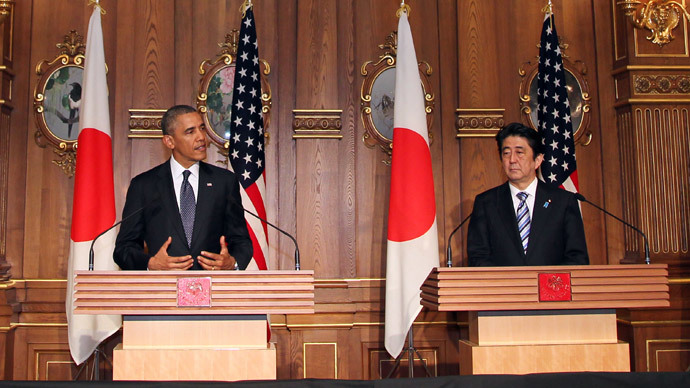 US President Barack Obama (L) attends a press conference with Japanese Prime Minister Shinzo Abe (R) at the Akasaka guesthouse in Tokyo on April 24, 2014. (AFP Photo / Pool / Junko Kimura-Matsumoto)