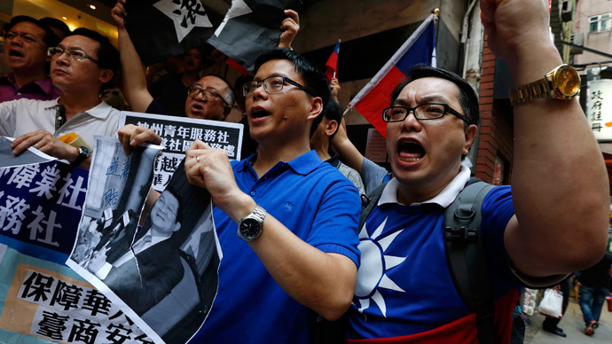 "Members from a pro-Taiwan group ""China Youth Service & Recreation Centre"" tear a portrait of Vietnamese President Truong Tan Sang as they chant slogans, demanding apology and compensation from Vietnam, outside the Vietnamese Consulate in Hong Kong May 15, 2014.(Reuters / Bobby Yip)"