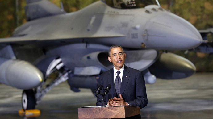 With an F-16 fighter in the background, U.S. President Barack Obama makes remarks upon his arrival in Warsaw June 3, 2014.  (Reuters/Kevin Lamarque)