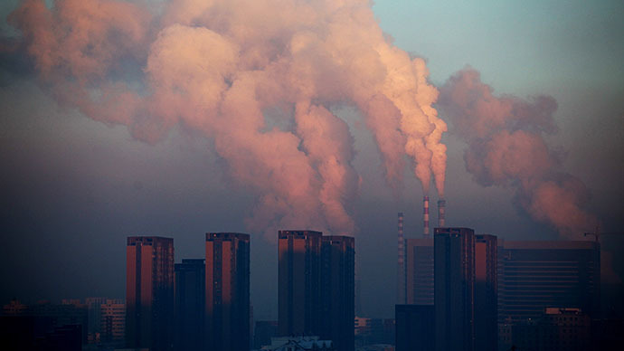 This picture taken on January 22, 2013 shows a thermal power plant discharging heavy smog into the air in Changchun, northeast China's Jilin province. (AFP Photo)