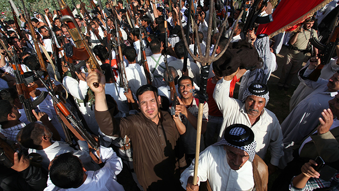 Iraqi Shiite tribesmen brandish their weapons as they gather to show their readiness to join Iraqi security forces in the fight against Jihadist militants who have taken over several northern Iraqi cities, on June 16 2014, in the southern Shiite Muslim shrine city of Najaf (AFP Photo / Haidar Hamdani)