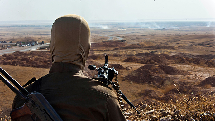 A member of Kurdish Peshmerga forces takes position overlooking militants of the Islamic State of Iraq and the Levant (ISIL) positions in Jalawla in the Diyala province, on June 14, 2014 (AFP Photo / Rick Findler)