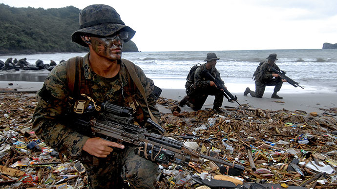 "Filipino and American marines storm a beach to ""rescue"" American soldiers held by enemies as part of joint military exercises in Ternate Cavite, 70 kilometers South of Manila (AFP Photo / Jay Directo)"