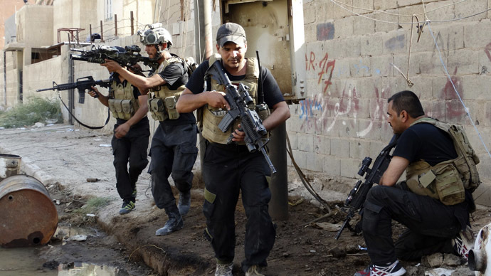 Members of the Iraqi Special Operations Forces take their positions during clashes with the al Qaeda-linked Islamic State of Iraq and the Levant (ISIL) in the city of Ramadi June 19, 2014. (Reuters)
