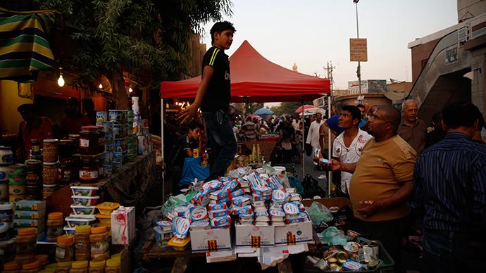 Iraqi Kurdish residents shop ahead of the Muslim fasting month of Ramadan at a market in central Arbil, in Iraq's Kurdistan region, June 28, 2014 (Reuters / Ahmed Jadallah)