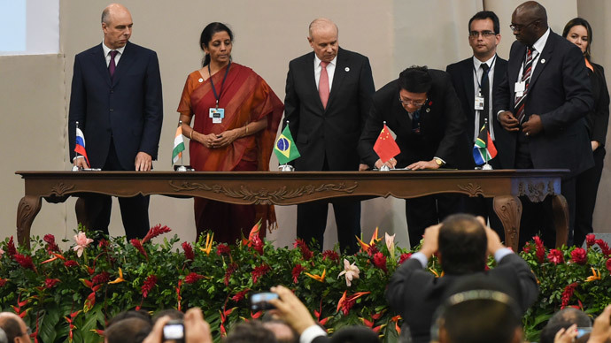 Delegates of the countries members of the BRICS (Brazil, Russia, India, China and South Africa) sign the creation of their new development bank during the 6th BRICS Summit in Fortaleza, Brazil, on July 15, 2014.  (AFP Photo / Yasuyoshi Chiba)