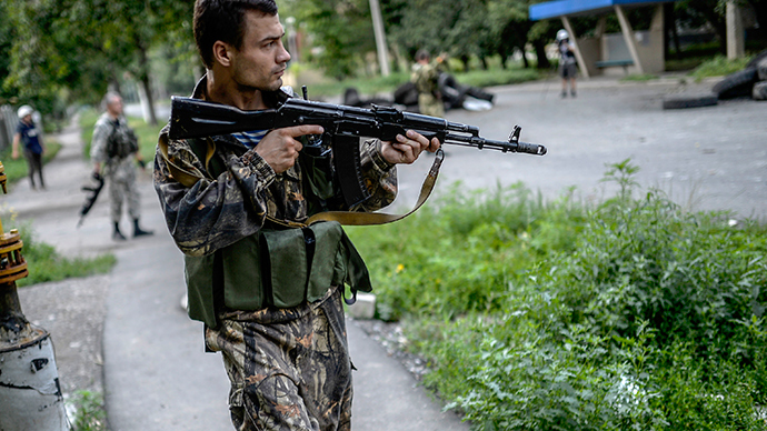 An anti-goverment fighter holds his gun towards the Ukrainian army position at a checkpoint near the front line in the northern outskirts of city of Donetsk, on July 22, 2014 (AFP Photo)