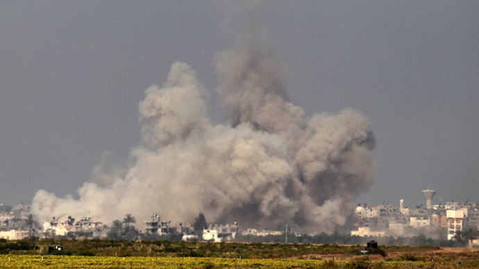 In a picture taken from the Israel-Gaza border, smoke rises from the coastal side of the Gaza Strip following an Israeli controlled explosion of a tunnel, on August 1, 2014 (AFP Photo)