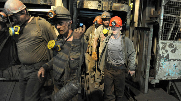 Coal miners exit the Zasyadko mine following their work shift in eastern Ukrainian city of Donetsk.(AFP Photo / Viktor Drachev)