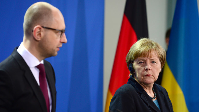 German Chancellor Angela Merkel (R) and Ukrainian Prime Minister Arseniy Yatsenyuk (L) give a joint press conference after their meeting at the Chancellery in Berlin on January 8, 2015.(AFP Photo / John Macdougall)