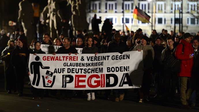 Sympathizers of German right-wing populist movement PEGIDA (Patriotic Europeans Against the Islamisation of the Occident) attend their twelfth march in Dresden, eastern Germany on January 12, 2015. (AFP Photo)