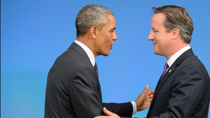 British Prime Minister David Cameron (R) greets US President Barack Obama (L) (AFP Photo/Leon Neal)