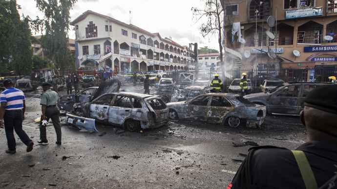 Burnt-out cars are seen at the scene of a blast in Abuja, June 25, 2014. (Reuters/Afolabi Sotunde)