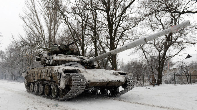 A Ukrainian Army tank rides on January 3, 2015 near the eastern Ukrainian village of Peski, in the northeastern Donetsk region. (AFP Photo / vasily Maximov)