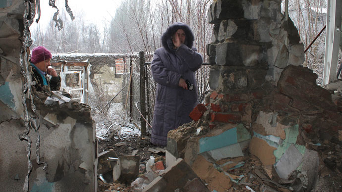 Local residents standing at what has remained of their house after artillery shelling of Donetsk. (RIA Novosti/Irina Gerashchenko)
