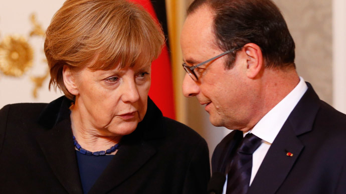 Germany's Chancellor Angela Merkel (L) talks to France's President Francois Hollande during a meeting with the media after peace talks on resolving the Ukrainian crisis in Minsk, February 12, 2015. (Reuters / Grigory Dukor)