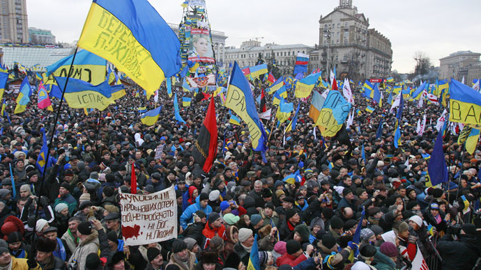People attend a rally organized by supporters of EU integration at Maidan Nezalezhnosti or Independence Square in central Kiev, December 8, 2013. (Reuters/Gleb Garanich)