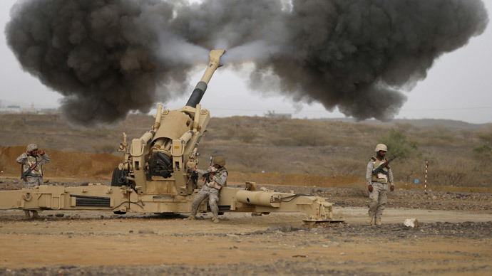 Saudi army artillery fire shells towards Houthi positions from the Saudi border with Yemen April 13, 2015. (Reuters / Faisal Al Nasser)