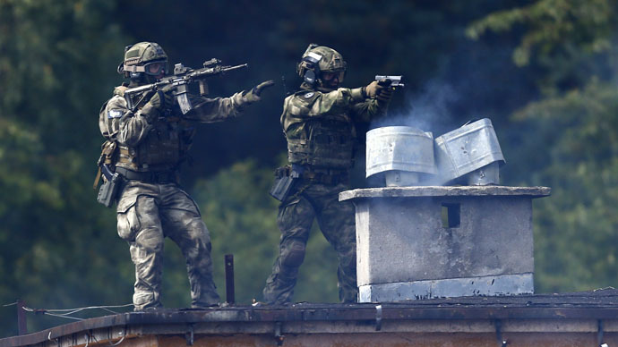 "Two members of Poland's special commando unit Lubliniec demonstrate their skills during the ""Noble Sword-14"" NATO international tactical exercise at the land forces training center in Oleszno, near Drawsko Pomorskie, northwest Poland September 9, 2014. (Reuters/Kacper Pempel)"