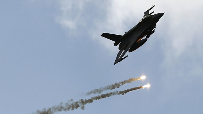 "A F-16 aircraft releases flares during the ""Noble Sword-14"" NATO international tactical exercise at the land forces training center in Oleszno, near Drawsko Pomorskie, northwest Poland September 9, 2014. (Reuters/Kacper Pempel)"