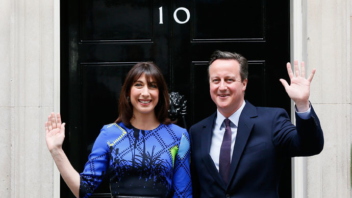 Britain's Prime Minister David Cameron and his wife Samantha return to Number 10 Downing Street after meeting with Queen Elizabeth at Buckingham Palace in London, Britain May 8, 2015. (Reuters/Stefan Wermuth)